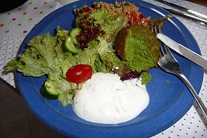 Falafel-Wrap mit Dattel-Schmand-Dip 1