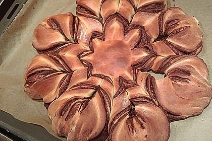 Blumen-Brioche mit Nutella 26
