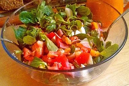Tomaten-Rapunzel-Salat mit Honig-Senf-Sauce 1