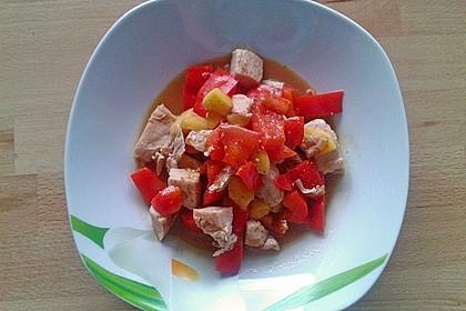 Hühnchenpfanne mit Nektarinen und Paprika