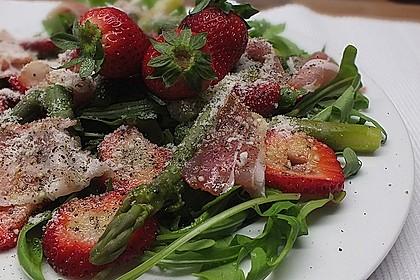Spargelsalat mit Erdbeeren und Balsamico-Vinaigrette 2