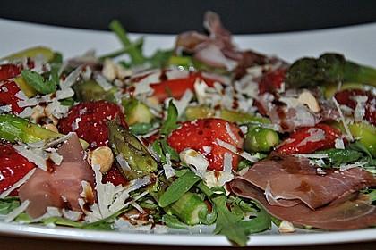 Spargelsalat mit Erdbeeren und Balsamico-Vinaigrette 5