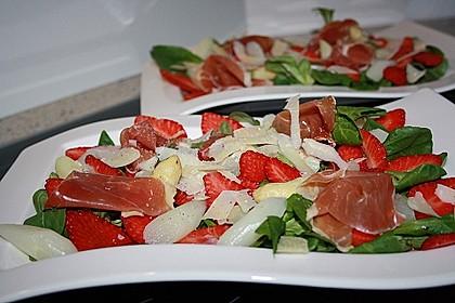 Spargelsalat mit Erdbeeren und Balsamico-Vinaigrette 4