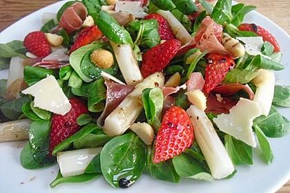 Spargelsalat mit Erdbeeren und Balsamico-Vinaigrette 1