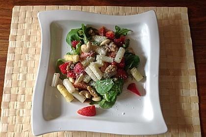 Spargelsalat mit Erdbeeren und Balsamico-Vinaigrette 3