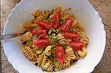 krümeltigers Zucchini-Nudelsalat