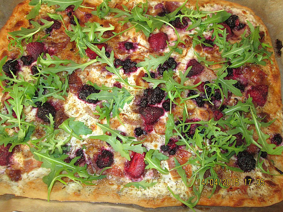 flammkuchen mit ziegenk se brombeeren und rucola von blaueloewenblume. Black Bedroom Furniture Sets. Home Design Ideas