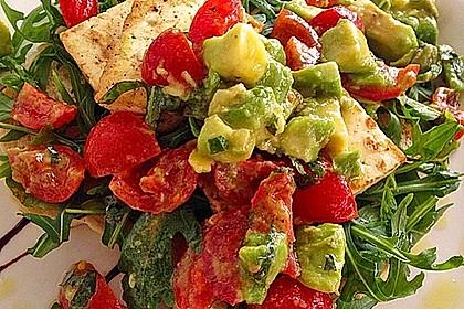 Rucola-Salat mit Halloumi und Pesto-Vinaigrette