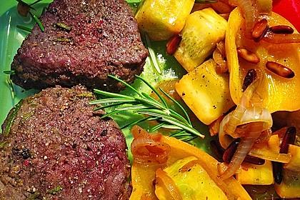Marinierte Rindersteaks mit Zucchini-Paprika-Ingwer-Gemüse