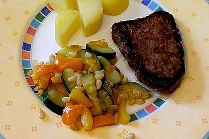 Marinierte Rindersteaks mit Zucchini-Paprika-Ingwer-Gemüse 2