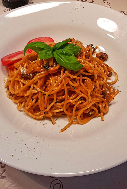 spaghetti mit champignon sahnesauce rezept mit bild. Black Bedroom Furniture Sets. Home Design Ideas