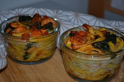 Nudelnester mit Blattspinat, Garnelen und Kirschtomaten 1