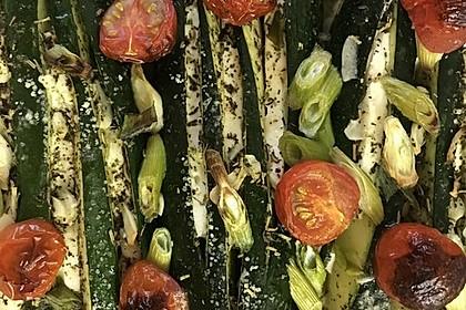 Zucchinifächer mit Feta 70