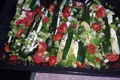 Zucchinifächer mit Feta 95