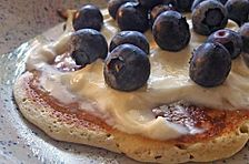 Eierkuchen mit Quark und Heidelbeeren