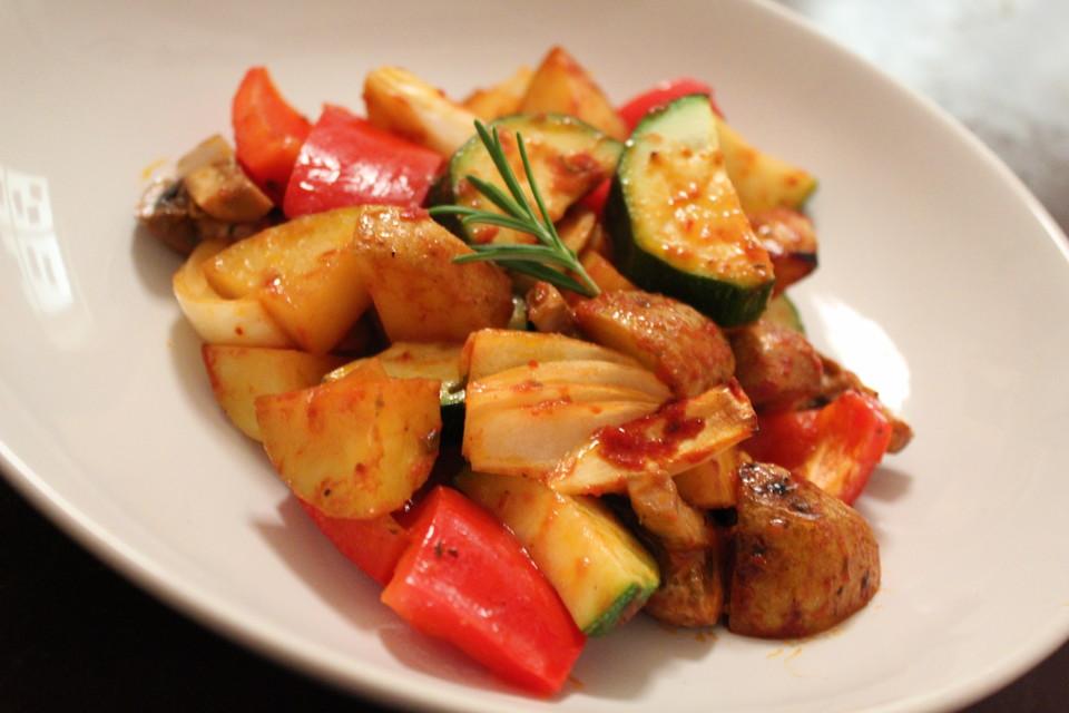 Mediterrane Kartoffel-Gemüsepfanne von Viniferia | Chefkoch.de