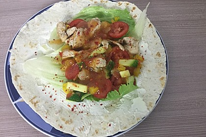 Wrap mit Hähnchen-Paprika-Zucchini-Füllung 5