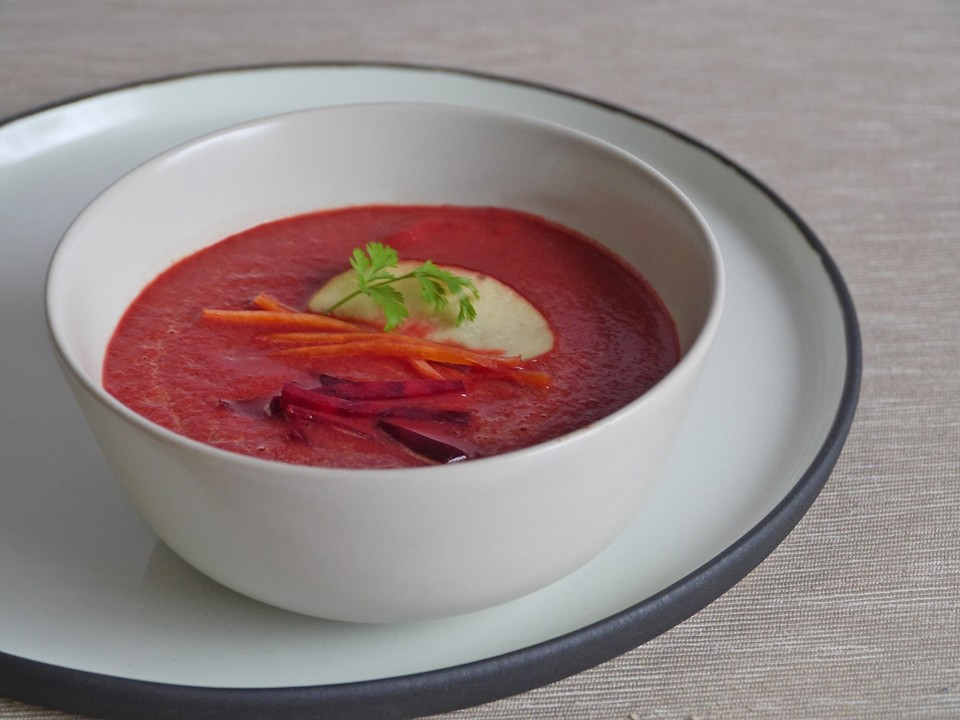 exotische rote bete suppe mit apfel ingwer karotten und frischk se rezept mit bild. Black Bedroom Furniture Sets. Home Design Ideas