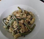Grüne Bohnen mit Nudeln und Champignon-Ziegenkäse-Sauce
