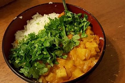 Süßkartoffel-Curry mit Kokos-Erdnuss-Soße 5