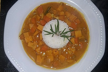 Süßkartoffel-Curry mit Kokos-Erdnuss-Soße 20