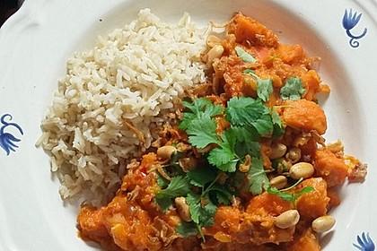 Süßkartoffel-Curry mit Kokos-Erdnuss-Soße 3