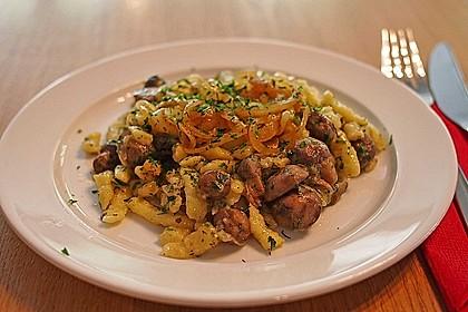 Champignon-Kräuter-Spätzle mit Honig-Röstzwiebeln