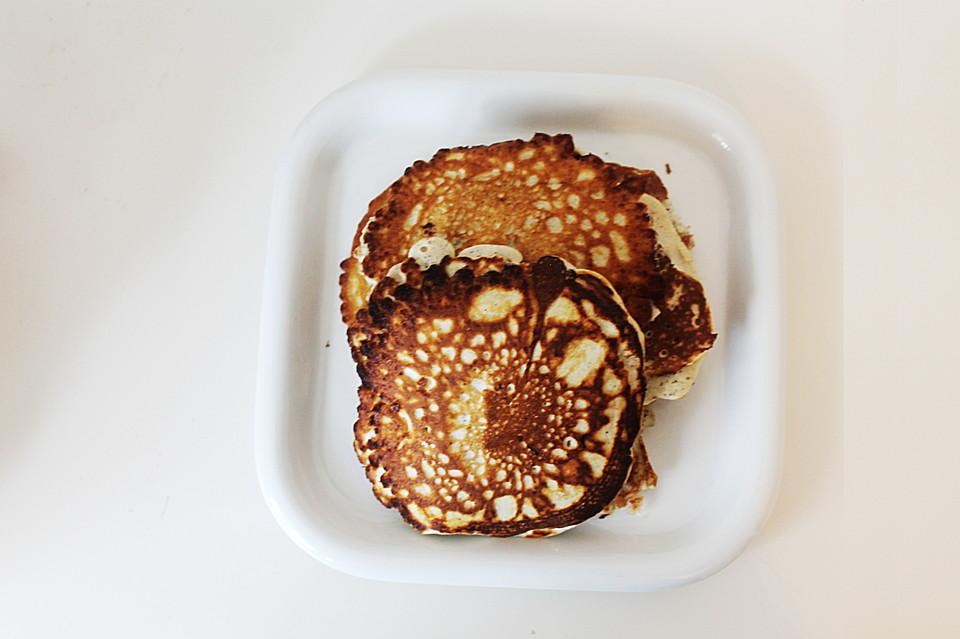 pancakes low carb mit banane century arts. Black Bedroom Furniture Sets. Home Design Ideas