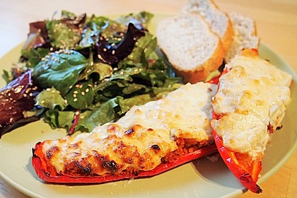 Gefüllte Spitzpaprika mit Tomaten-Couscous und Fetacreme 2