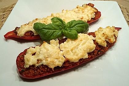 Gefüllte Spitzpaprika mit Tomaten-Couscous und Fetacreme 1