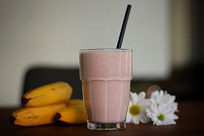 Erdbeer-Bananen-Smoothie mit Haferflocken und Joghurt 6