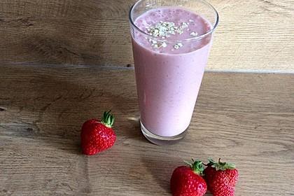 Erdbeer-Bananen-Smoothie mit Haferflocken und Joghurt