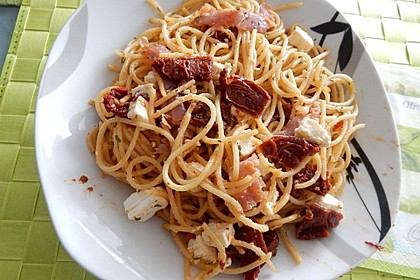Spaghetti mediterran oder Pizza Spaghetti