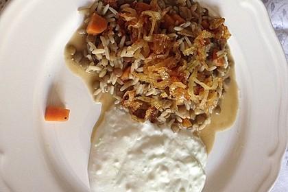 Mujaddara - ein leckeres arabisches Linsen-Reis-Gericht mit Joghurtsoße 2