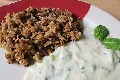 Mujaddara - ein leckeres arabisches Linsen-Reis-Gericht mit Joghurtsoße 4