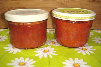 Pikante türkische Tomaten-Paprikasauce