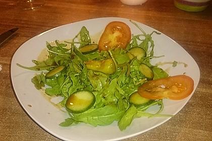 Rucola Salat mit einem Balsamico-Honig-Kürbiskernöl Dressing 1