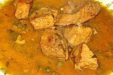 Italienisches Gulasch mit Kräutern, Kapern und Sardellen
