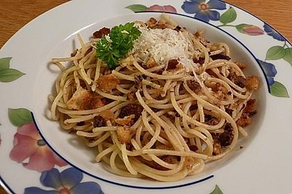 Spaghetti mit Brot und Sardellen
