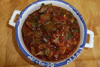 Auberginen-Tomaten-Gemüse mit Knoblauch und getrockneter Minze