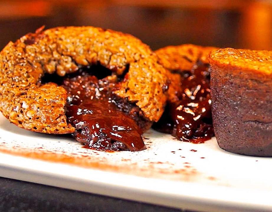 schoko muffins mit fl ssigem kern und einer prise tonkabohne von kochenonline. Black Bedroom Furniture Sets. Home Design Ideas
