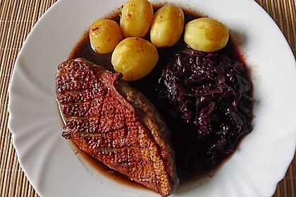 Entenbrust mit Rotkohl und Rotweinsauce