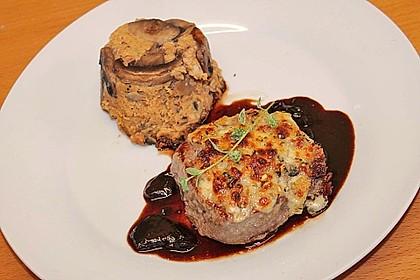 Entrecôte vom Hirsch oder Rind mit Kräuterkruste und Portweinjus