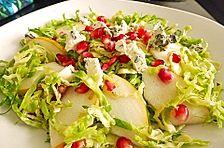 Rosenkohlsalat mit Birne, Granatapfel und Gorgonzola