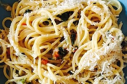 Spaghetti aglio, olio e peperoncino 9