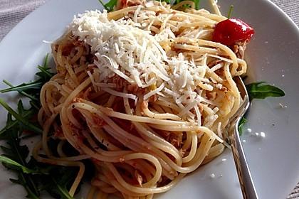 Spaghetti aglio e olio mit Thunfisch und Serrano-Schinken
