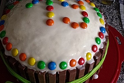 Bunter Kit-Kat-Geburtstagskuchen mit Frischkäsecreme 15
