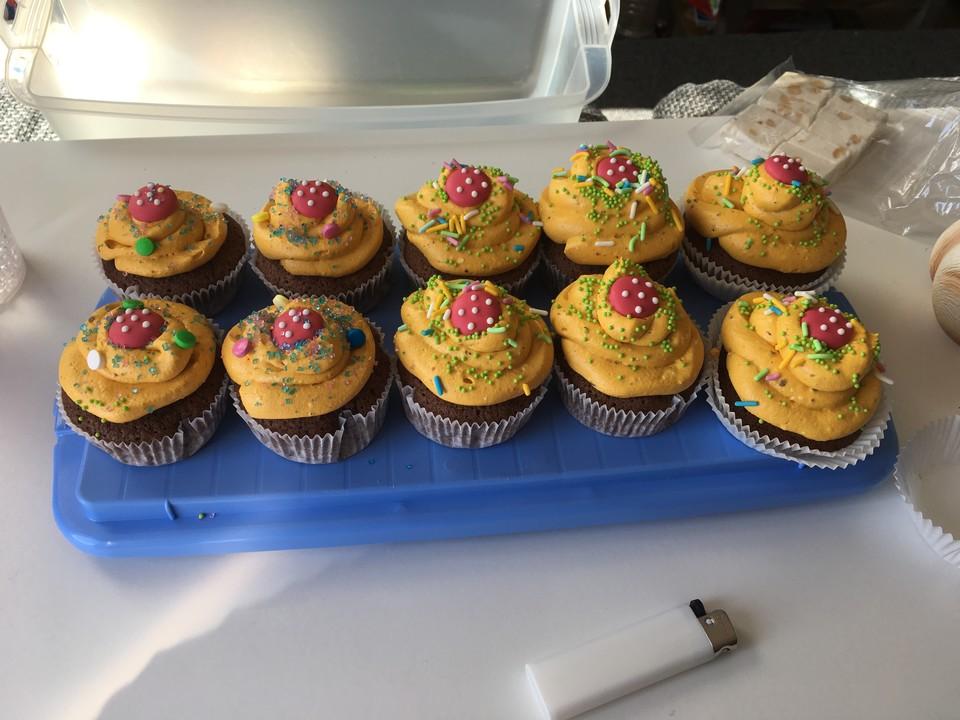 kinderschokoladen cupcakes rezepte suchen. Black Bedroom Furniture Sets. Home Design Ideas