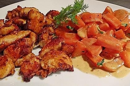 Knusprige Hähnchenbrust mit Möhrengemüse