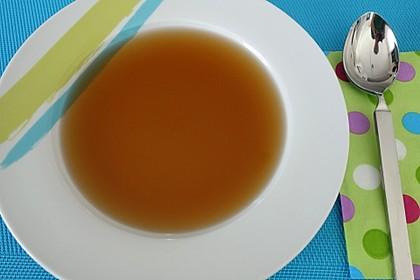 Gemüsebrühe, klar und sehr fettarm, ein Grundrezept